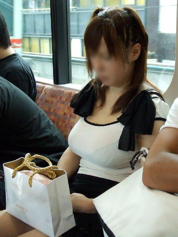 着衣だけど目立つ爆乳 (17)
