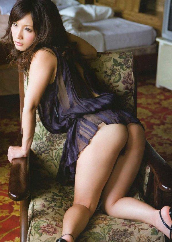 見事な美尻を露出する女性 (7)