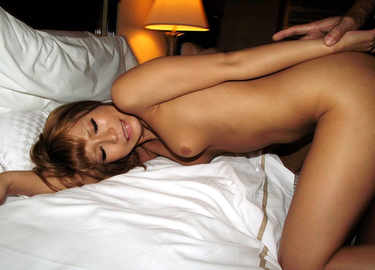 後背位でのSEXで絶頂する女性 (6)