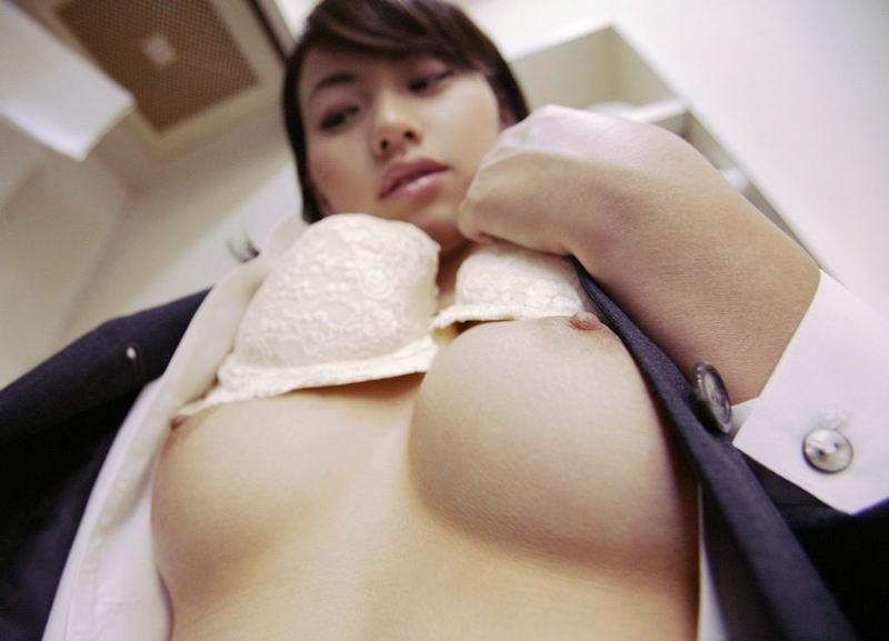 ピンク乳首が綺麗な美乳 (10)