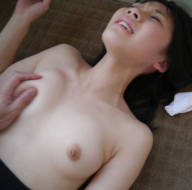 貧乳や微乳を強く掴んでみる (6)