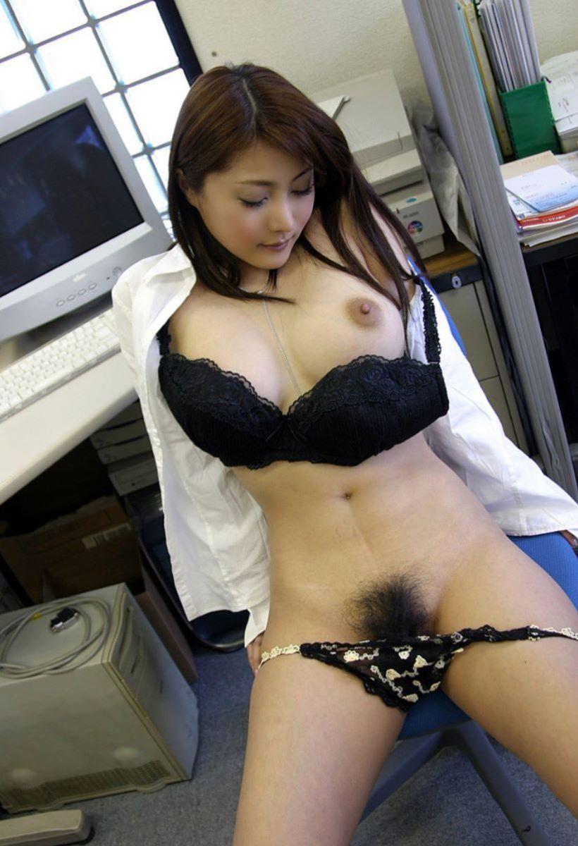 裸になったOLがエロい (3)
