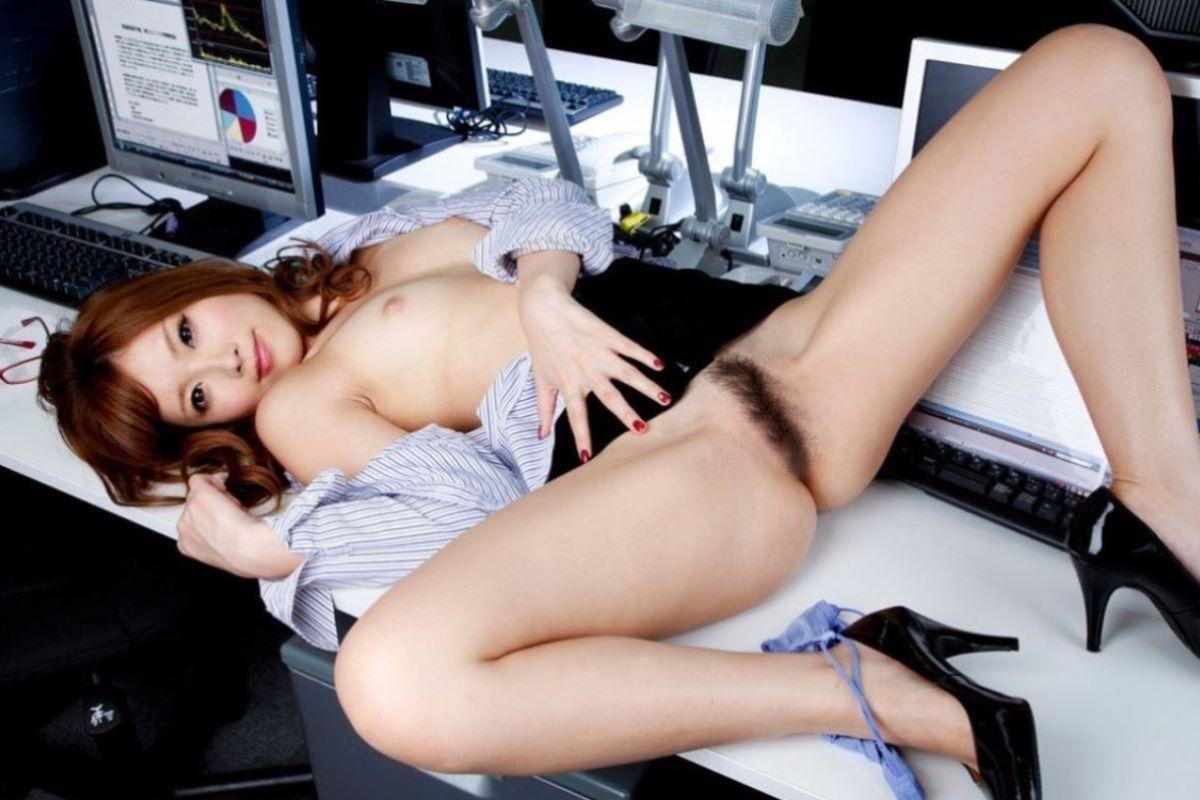 裸になったOLがエロい (5)