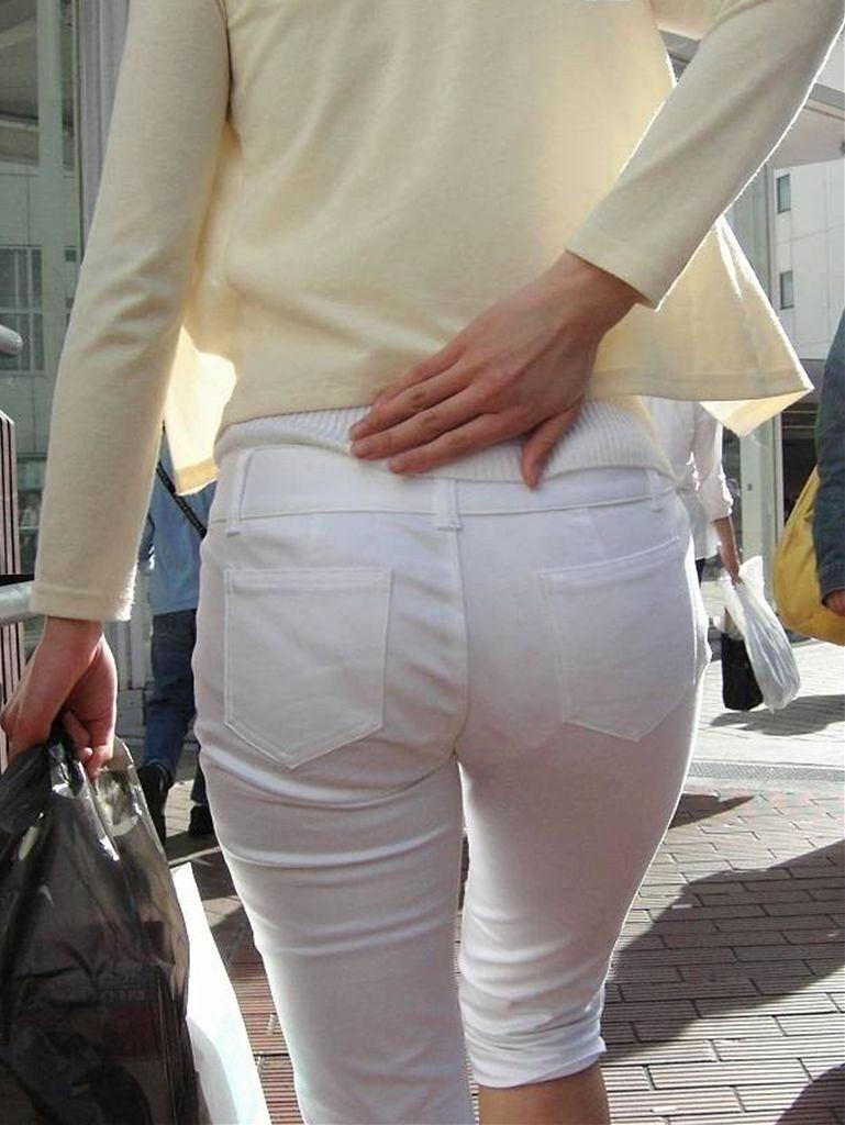 スカートやズボンからパンツが透けてる (6)