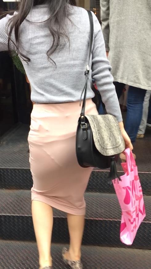 スカートやズボンからパンツが透けてる (15)