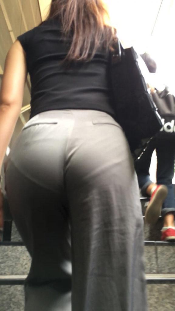 スカートやズボンからパンツが透けてる (3)