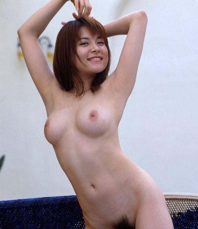 腋の下と美乳がセクシーな美女 (4)