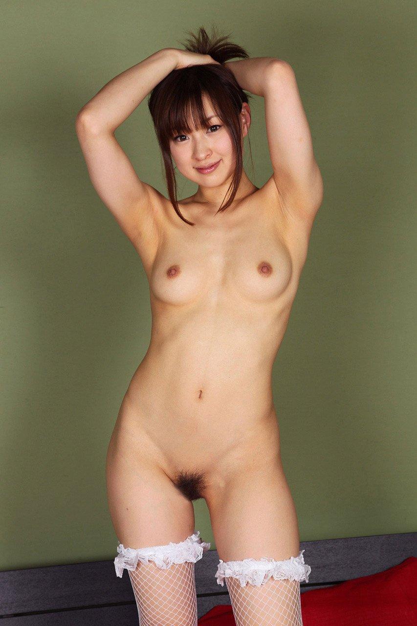 腋の下と美乳がセクシーな美女 (18)