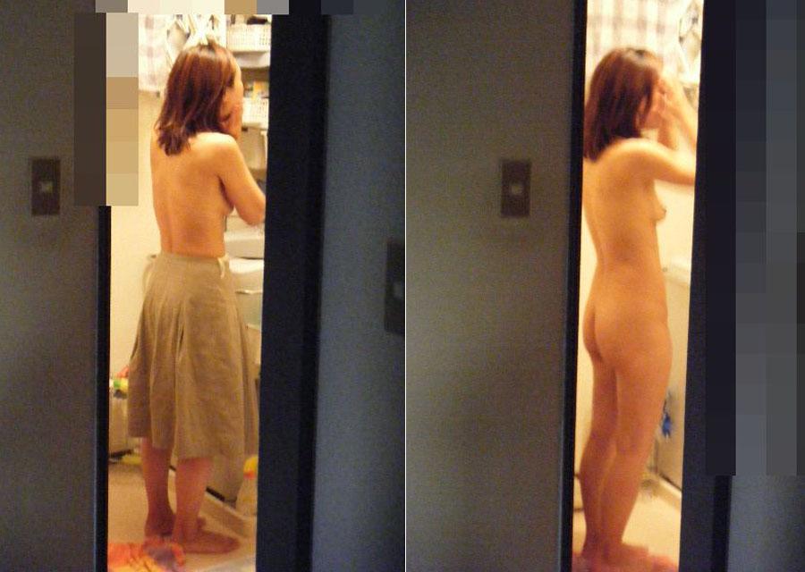 自宅の風呂に入る全裸女性 (6)