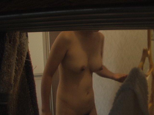 自宅の風呂に入る全裸女性 (17)