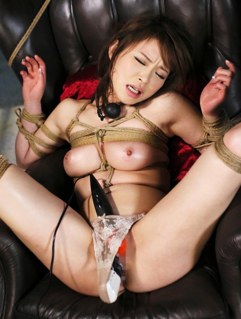 全裸で縛られる女性 (10)
