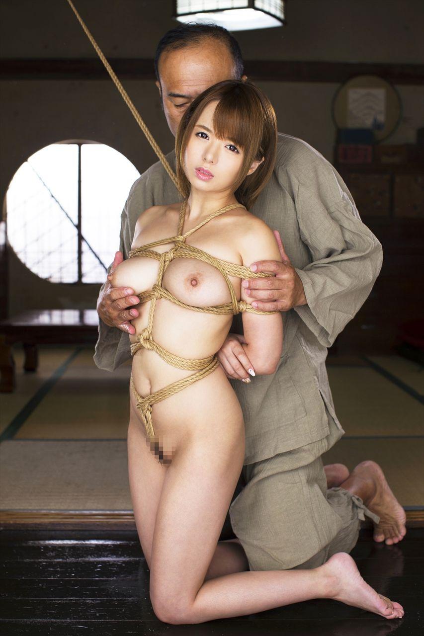 全裸で縛られる女性 (18)