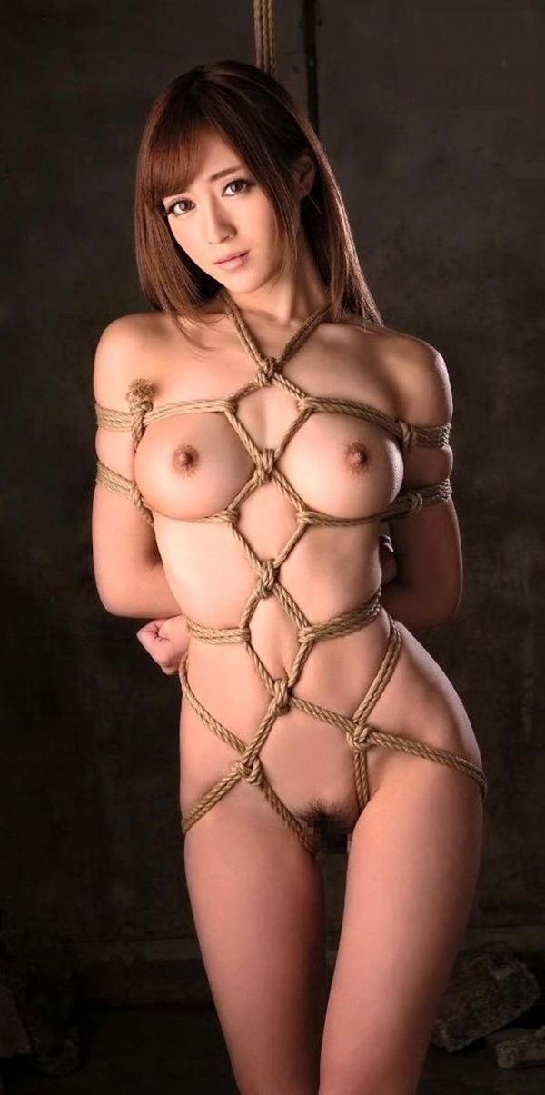 全裸で縛られる女性 (11)