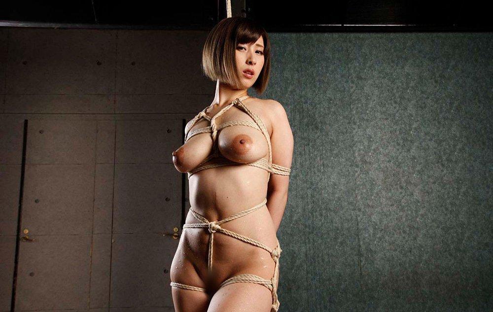 全裸で縛られる女性 (2)