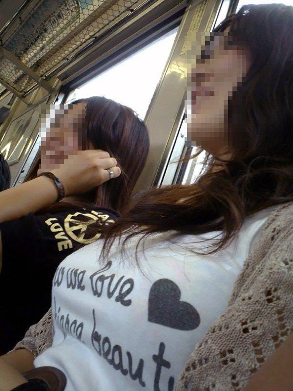 電車で見つけた着衣巨乳女性 (5)