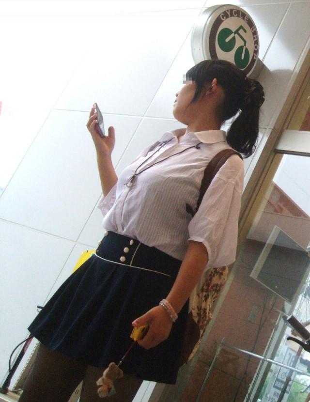 街でも目立つ着衣巨乳 (3)