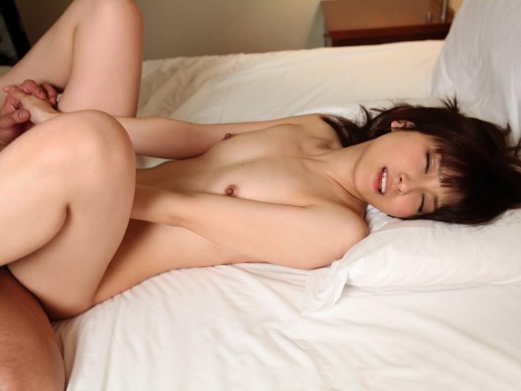 貧乳美女と激しくSEX (11)