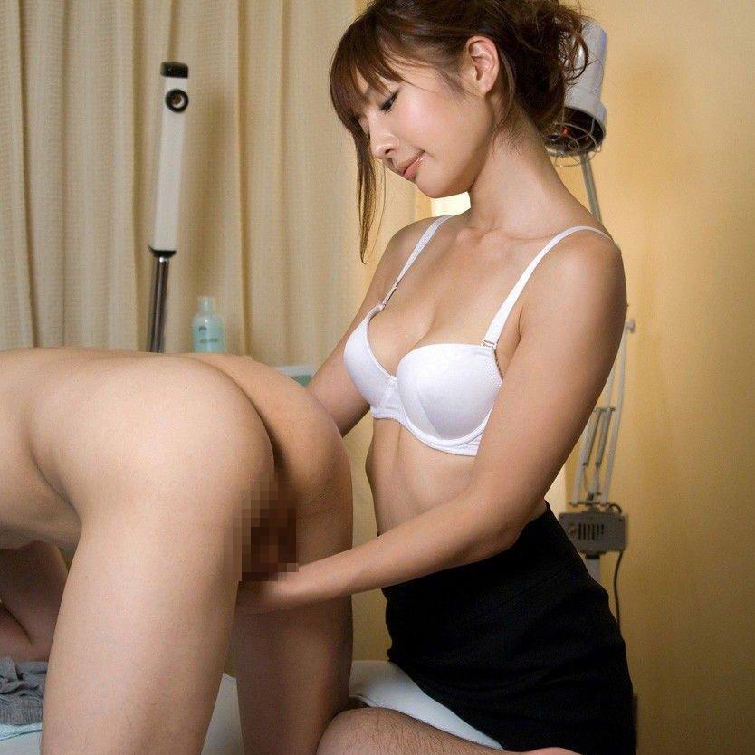 上級者の手コキ (1)