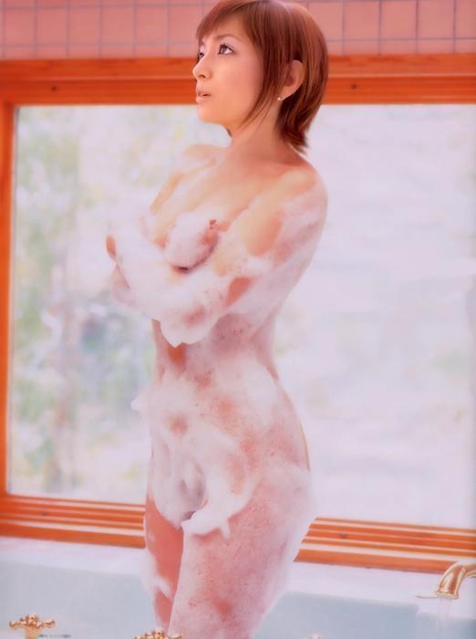 芸能人の泡だらけセミヌード (13)