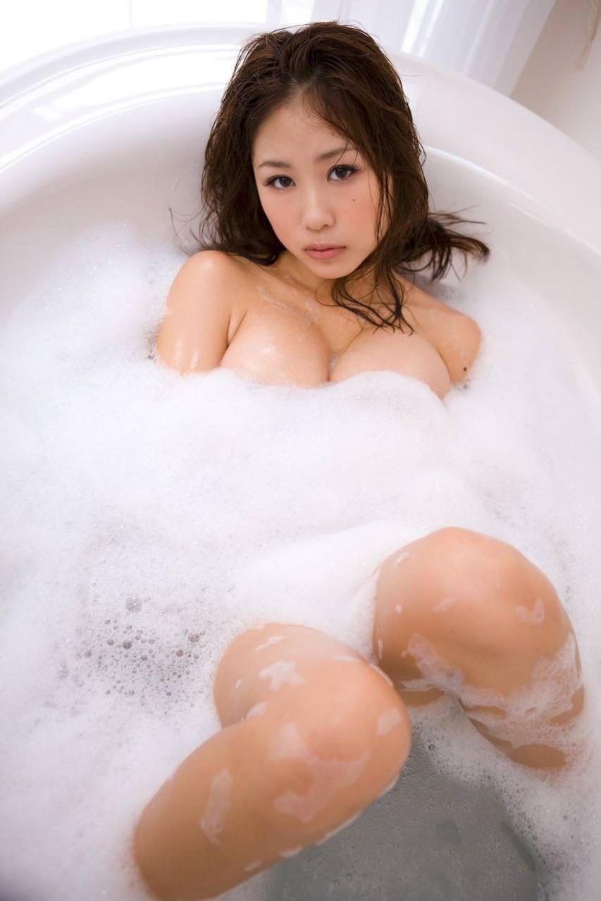 芸能人の泡だらけセミヌード (10)