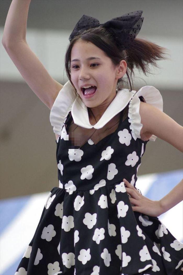 アイドルが激しく踊ったらエッチなものが見えちゃった (6)
