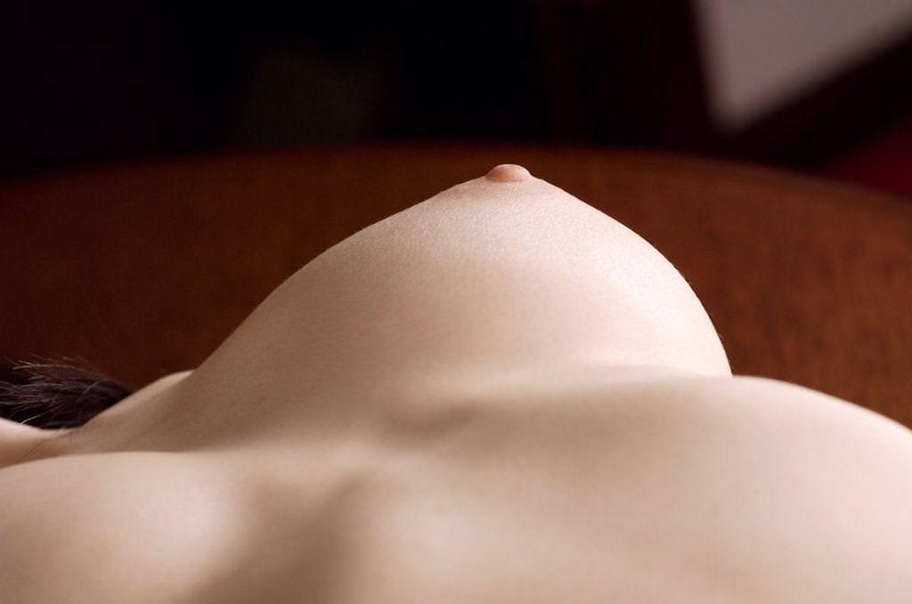 ピンク色の乳首の美乳 (10)