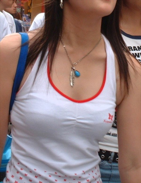 透けブラしてる女性を正面から見る (7)