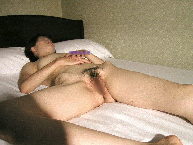 素っ裸で熟睡してる彼女 (14)