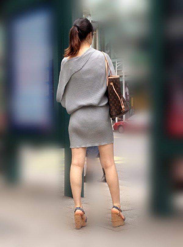 パンティが透けちゃった女性 (14)