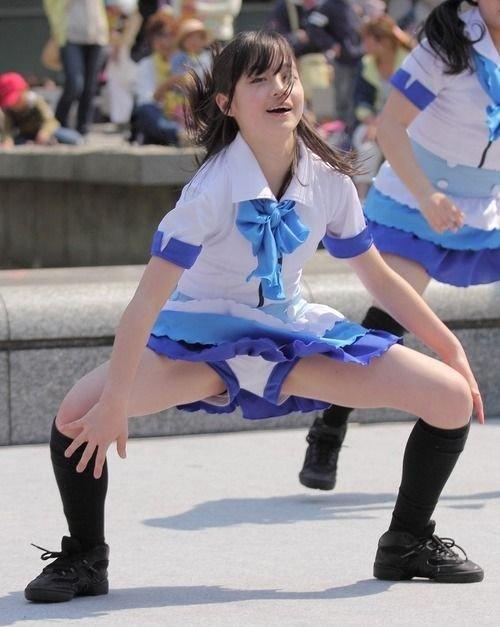 ミニスカートのアイドルがパンチラ (15)