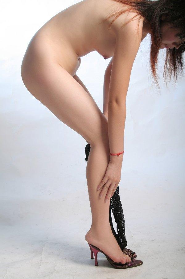 全裸の美人を横から見た光景 (14)