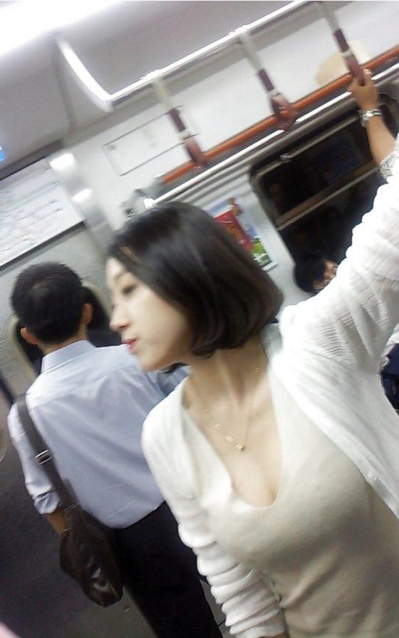 電車で発見した着衣巨乳 (15)