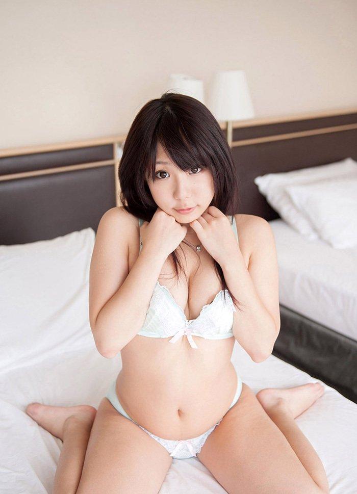 ランジェリー姿のエロ可愛い美人 (9)