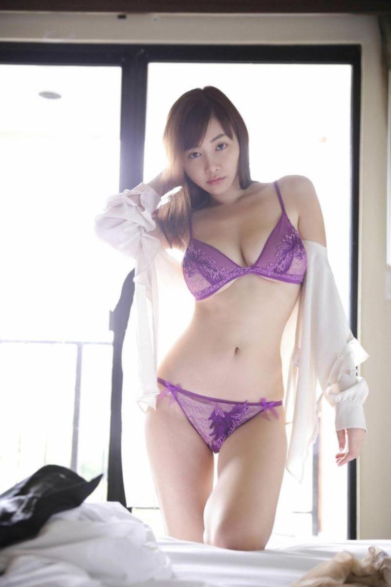 ランジェリー姿のエロ可愛い美人 (7)
