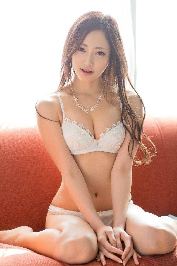ランジェリー姿のエロ可愛い美人 (19)