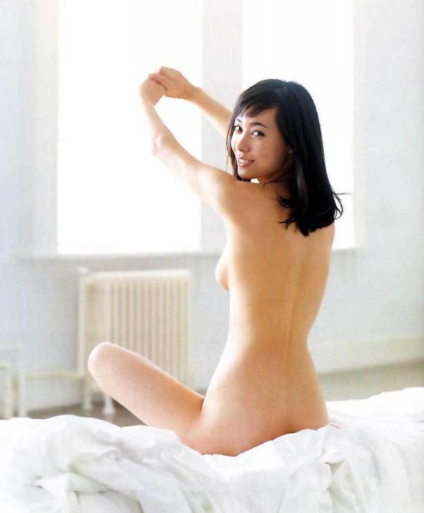 可愛い芸能人のエッチなセミヌード (5)