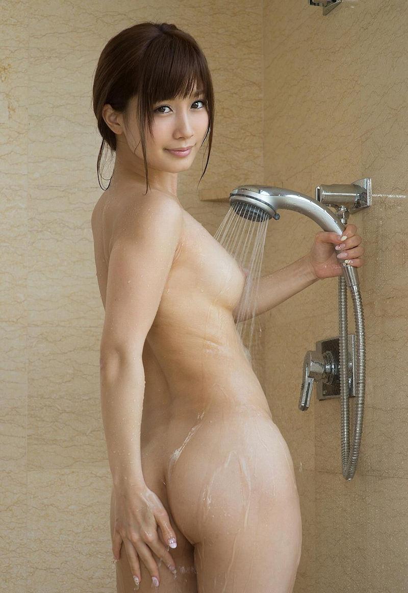水に濡れたお尻がセクシー (2)