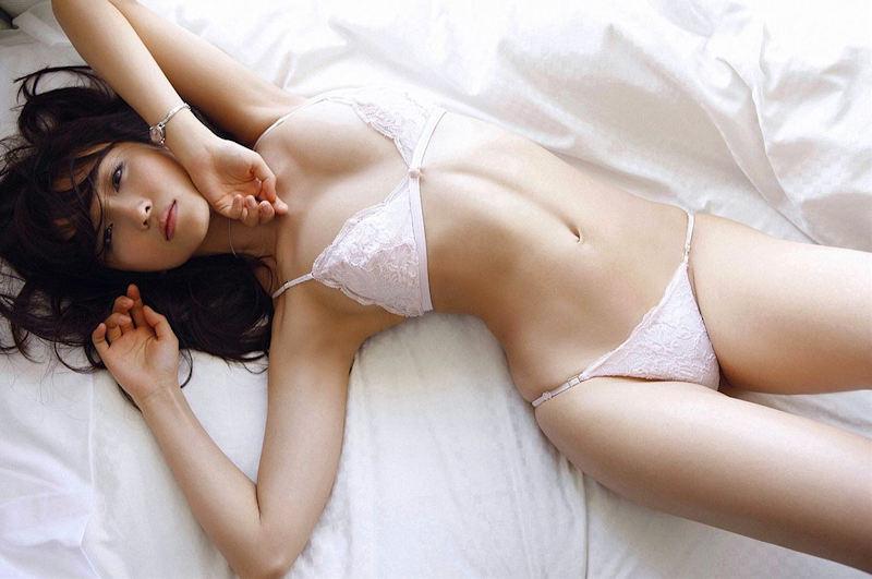 白いランジェリーが似合う美少女 (13)