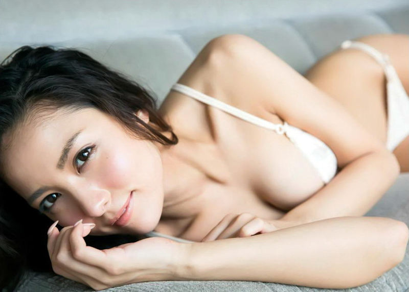 白いランジェリーが似合う美少女 (15)