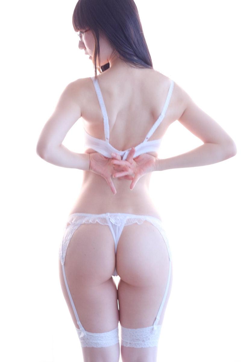 白いランジェリーが似合う美少女 (4)