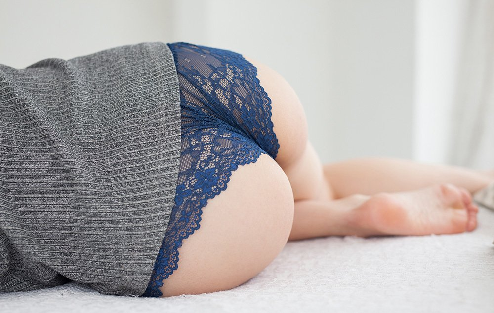 巨尻な美尻を見せつける女性 (11)