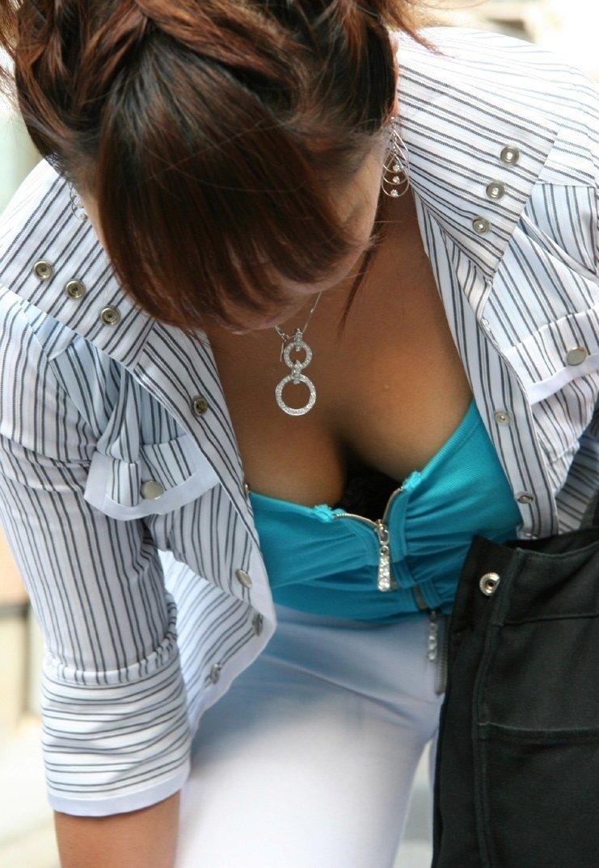 服を着ても目を引く巨乳 (2)