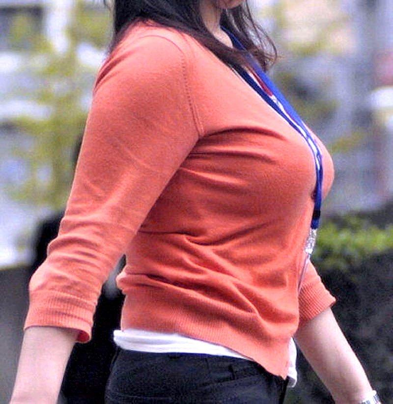 大きな乳房の着衣巨乳 (5)