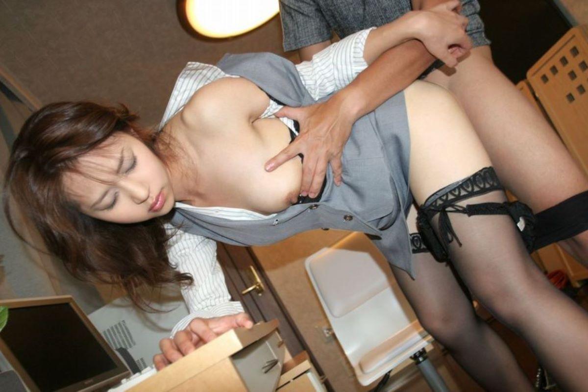 着衣状態でセックスしてる女性 (8)