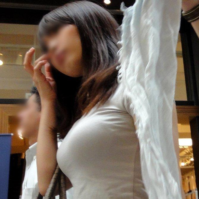 着衣巨乳で透けブラ (1)