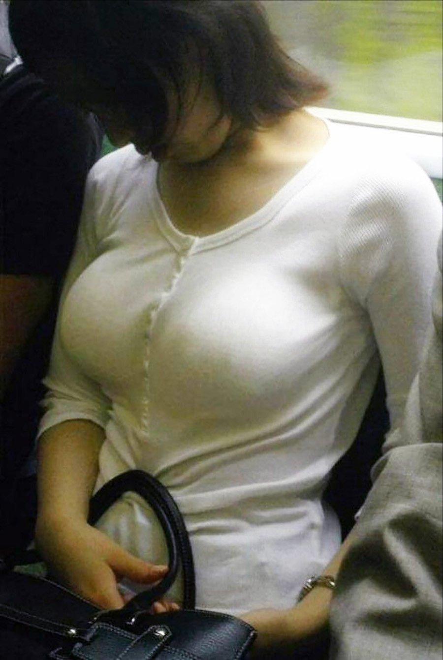 着衣巨乳で透けブラ (11)