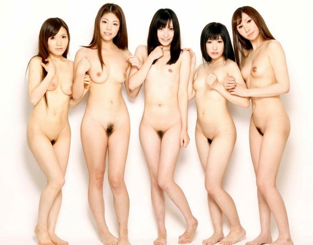 裸の女性が沢山集まってる光景 (20)
