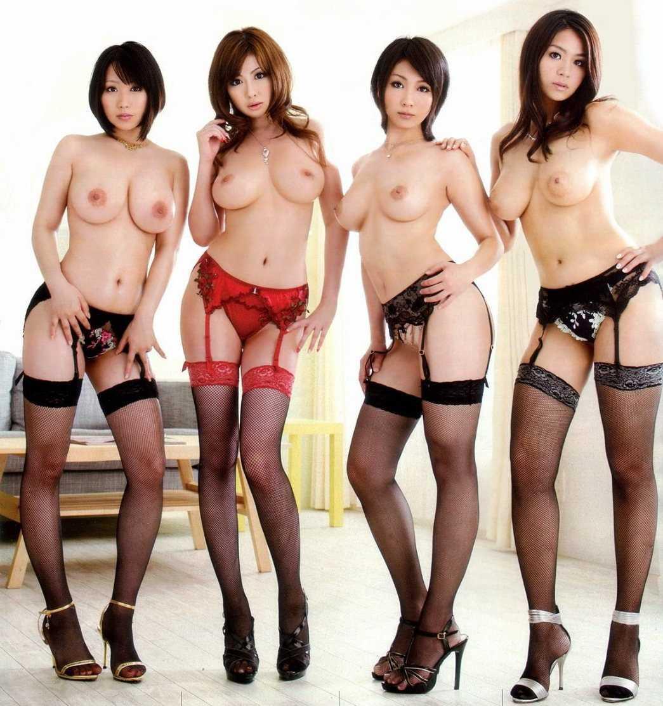 裸の女性が沢山集まってる光景 (10)