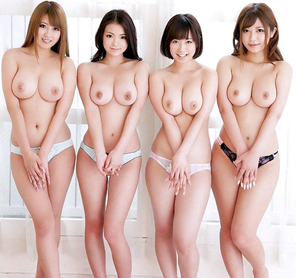 裸の女性が沢山集まってる光景 (14)