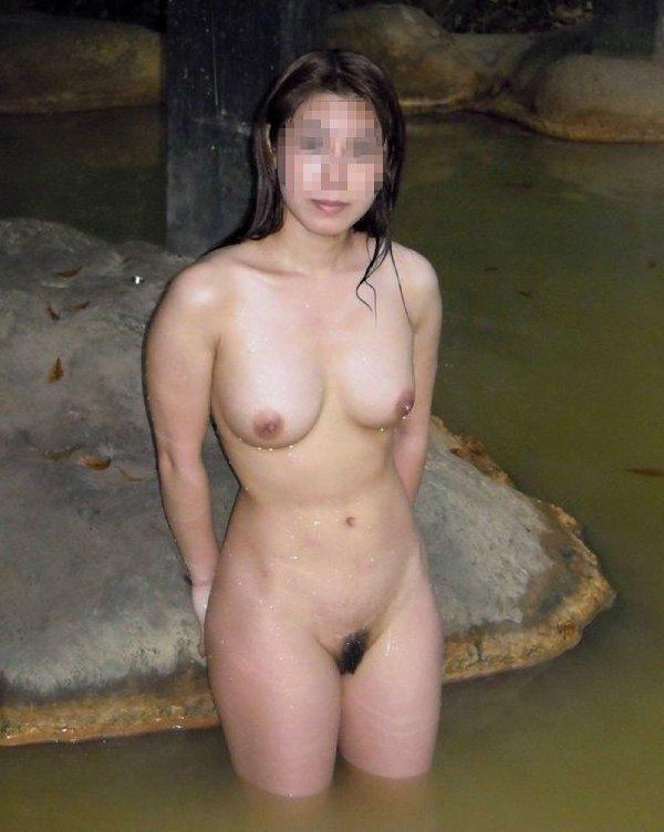 温泉で全裸の素人さんを撮影 (9)